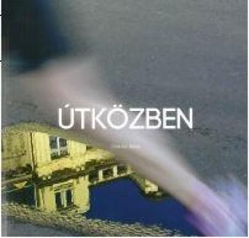 ÚTKÖZBEN - Ekönyv - STRAUSZ JÁNOS