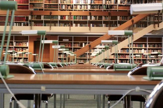Kis könyvek a nagy könyvtárakban