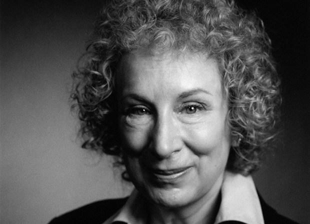 Margaret Atwood viccesen komoly tanácsai kezdő íróknak